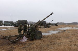 Soldiers readying a Howitzer for firing (click to enlarge)